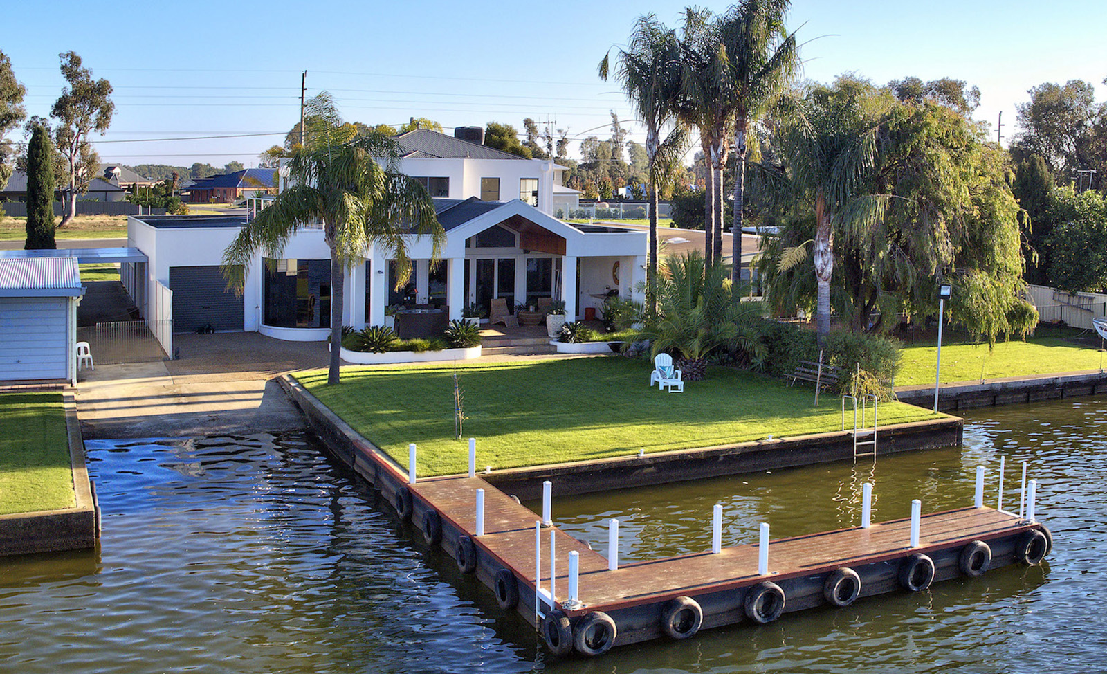 "Mulwala 105 ""Waterfront Lovers Paradise"""